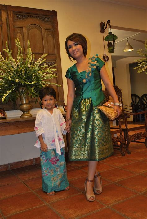Baju Kebaya Wanita Yuanita Batwing Batik Modern Trendi Unik Cantik green songket dress fashion batik songket kebaya lace see more best ideas