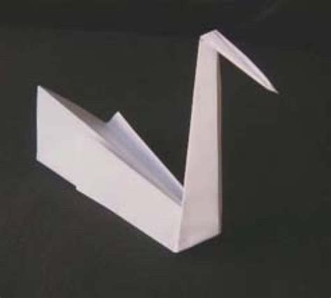 Folding Paper Swan - project ideas using square of paper or origami paper