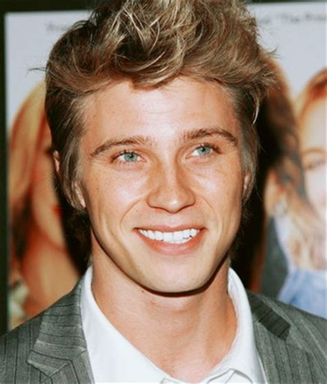 male actors brown hair is this the face of finnick odair