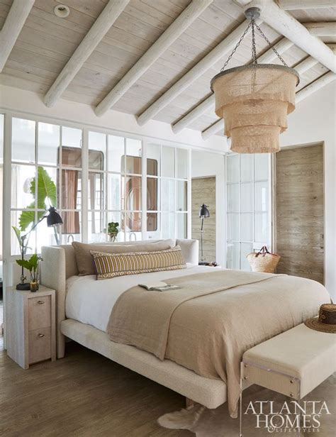 vaulted ceiling bedroom best 25 vaulted ceiling bedroom ideas on