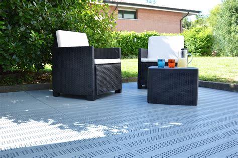 pavimento plastica giardino pavimento per esterni in plastica piastrella by pontarolo