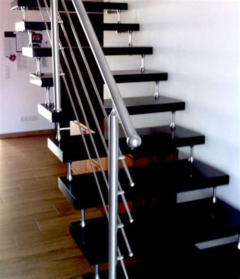 edelstahlgeländer treppenhaus freitragende treppe granit bolzentreppe mit