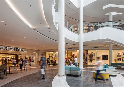 complete list of stores located at fashion centre at