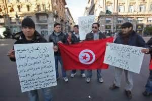 consolato tunisia roma protesta al consolato della tunisia la digos chiude il