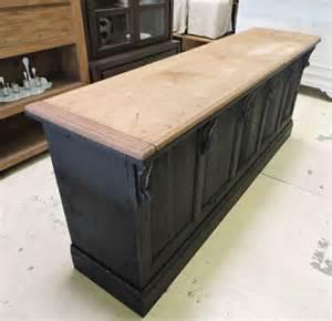 comptoir ancien noir effet vieilli dessus bois acajou et