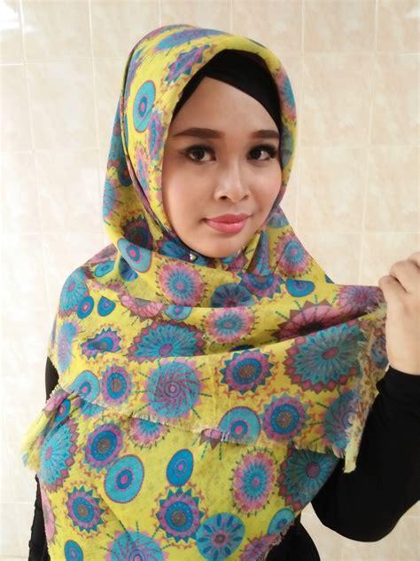 Segiempat Bunga Segiempat Motif Segiempat Abstrak segiempat motif abstrak bahan katun warna kuning kombinasi biru toska scarf