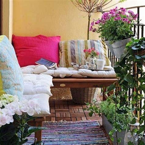 arredare terrazzo lungo e stretto arredamento balcone di casa foto design mag
