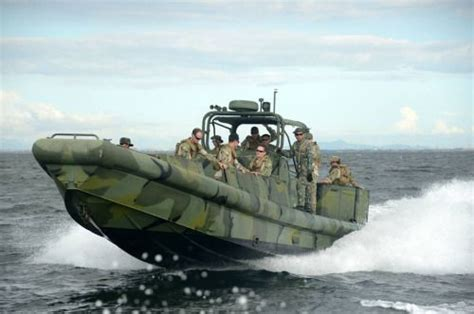 navy seal small boats sailors from coastal riverine squadron 3 train with