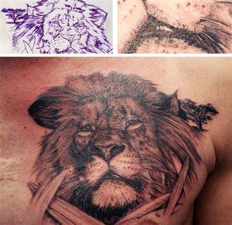 lew tatuaż na piersi