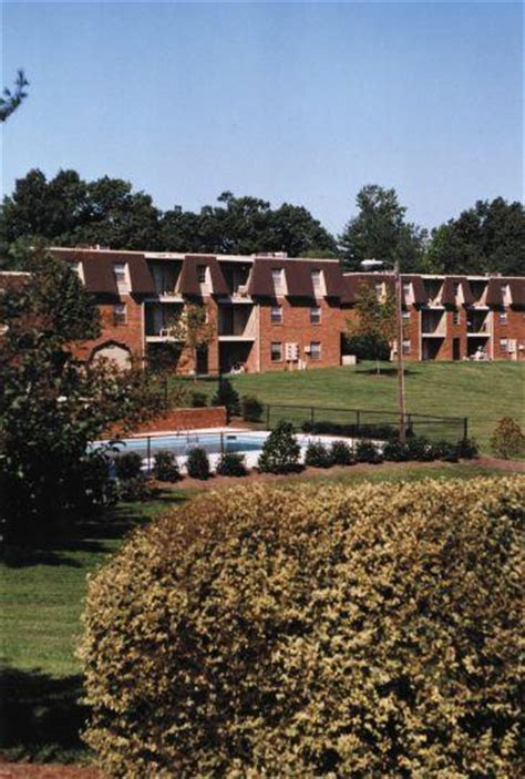 Apartments In Greensboro Nc On Friendly Ave Sedgefield Gardens Greensboro Nc Apartment Finder