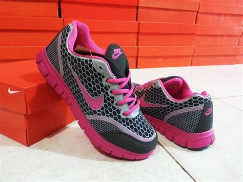 Sepatu Sport Nike 5 0 Pink jual sepatu sport wanita nike volmero pink gosmuu store