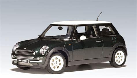 Wheels 2002 Editions 2001 Mini Cooper autoart 2001 mini cooper racing green 74823 in 1 18
