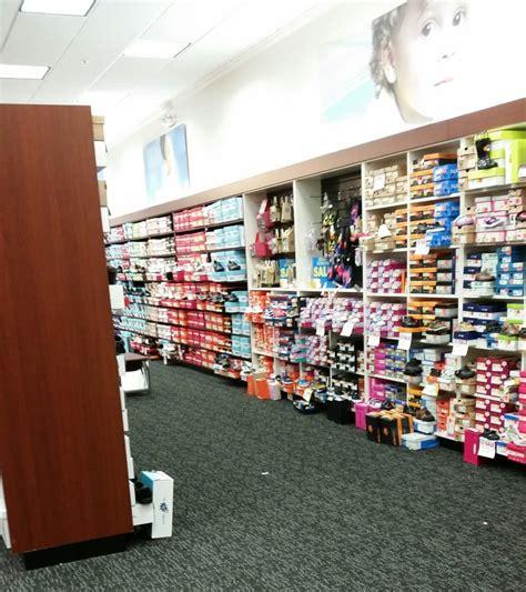 shoe dept shoe dept encore shoe stores 769 iyannough rd