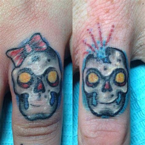 tattoos on fingers for couples best 25 skull finger tattoos ideas on skull