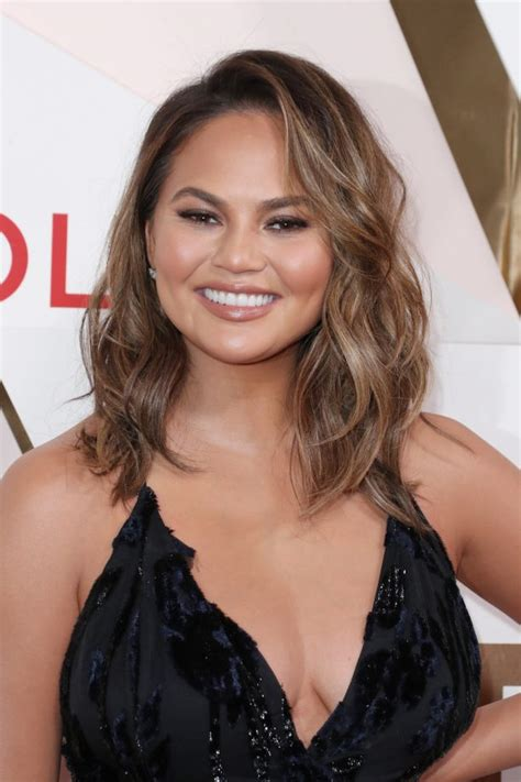celebrity hairstyles that fit a raoundish head these hairstyles for round faces are seriously flattering