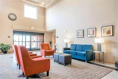 comfort suites louisville ky airport comfort suites airport louisville ky sdf airport hotel