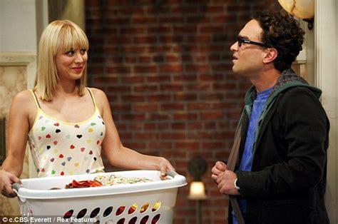 who plays penny on big bang theory new hair cut katching my i the big bang theory s kaley cuoco strips