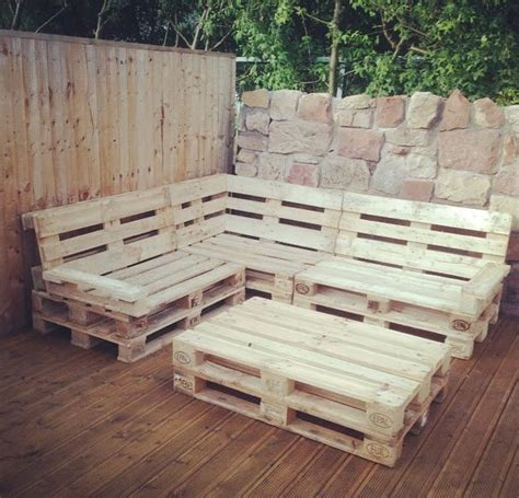 25 best pallet seating ideas on pallet outdoor pallet chairs and outdoor best 25 pallet seating ideas on pallet outdoor wood pallet and outdoor