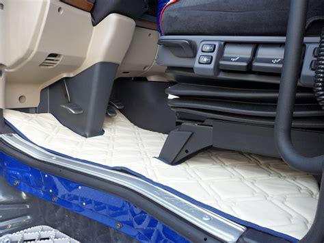 scania r730 interni cabina tappeti e copricofano per scania streamline in similpelle