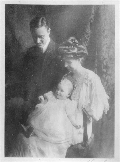 File:Franklin D. Roosevelt and Eleanor Roosevelt with baby