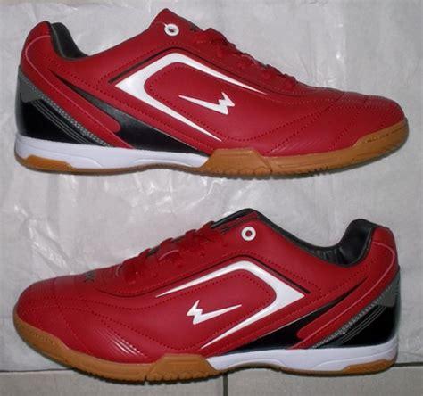 Sepatu All Putih Original toko jual sepatu futsal original murah merah gelap hitam putih