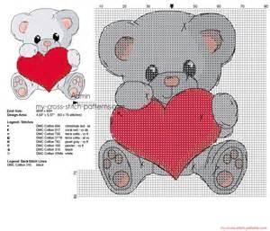 schema punto croce orsetto grigio con cuore 1800x1544 1307205