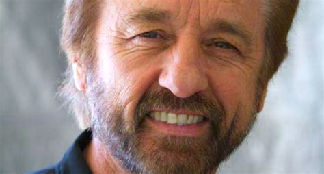 ray comfort twitter creationist pastor ray comfort mocks dumb hindus injured