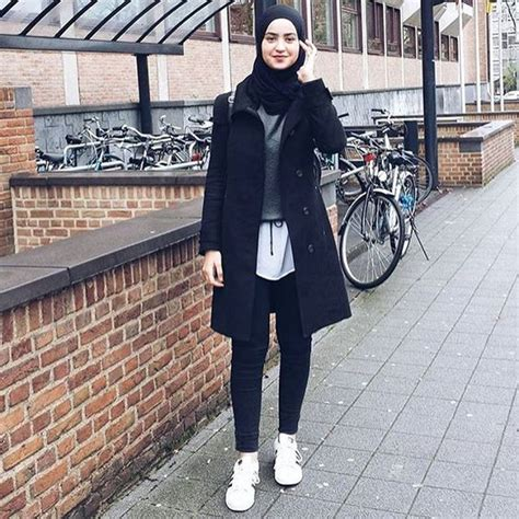 Jaket Outer Denim Jacket Wanita Kekinian Unik Model Gaya Terbaru 15 inspirasi gaya sporty untuk kamu yang berhijab