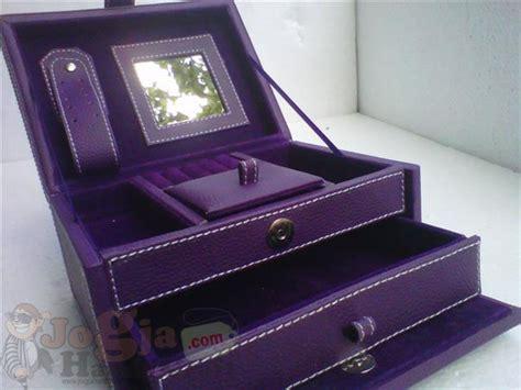 Tempat Perhiasan Jewelry Box 1104s jewelry box tempat perhiasan jogja handycraft suplier kerajinan kulit sintetis yogyakarta