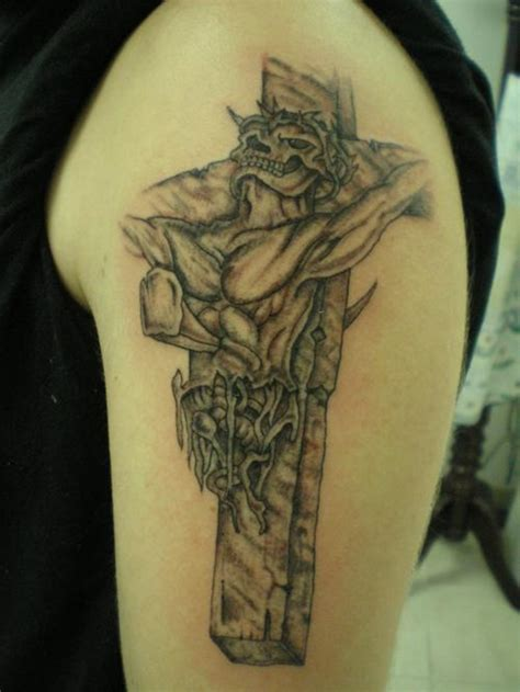 crucifixion tattoo 25 crucifix designs for