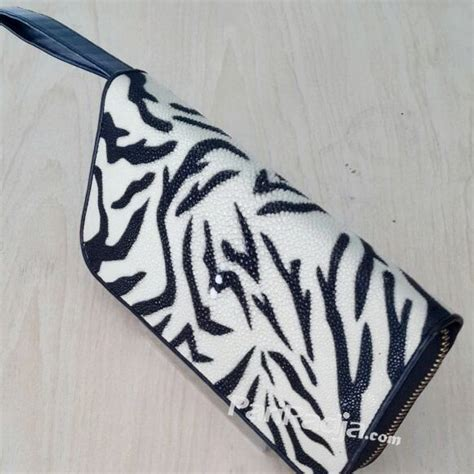 Dompet Kartu Putih Motif Etnis Wanita dompet wanita kulit ikan pari single rits harimau putih