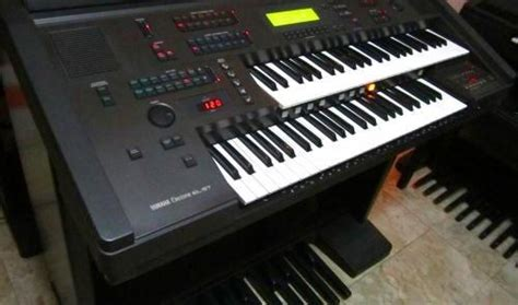 Keyboard Electone yamaha electone el57 orchestrated organ with bench used philippines