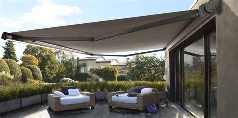 Beau Toile De Jardin Castorama #5: amenagement-de-terrasse-installer-un-store-banne.jpg