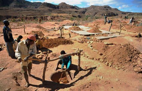 Safir Madagascar the sapphire mines of madagascar photos the big