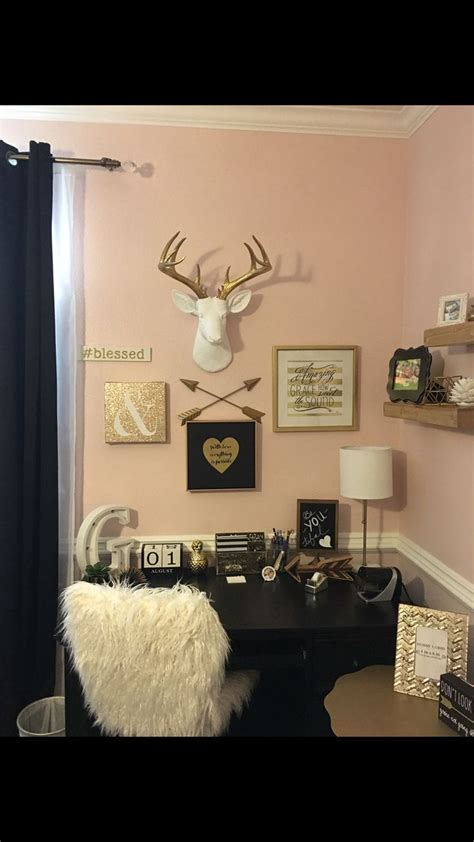 Black And Gold Room Decor by Best 25 Black Gold Bedroom Ideas On White Gold Room Black White Gold And Black