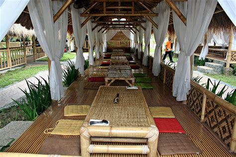 desain warung makan  bambu