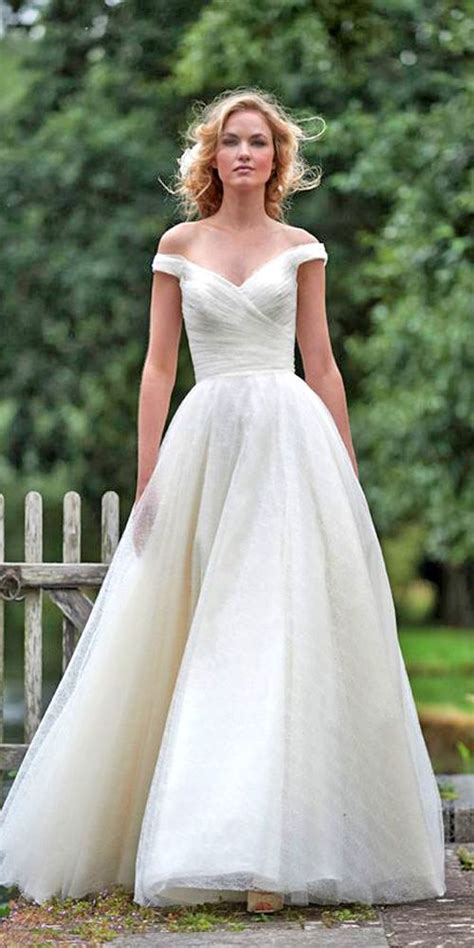 Classic Wedding Dresses by 24 Classic Wedding Dresses You Can T Go Wrong With