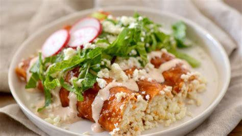 enchiladas rojas de queso red enchiladas with queso fresco recipe que rica vida