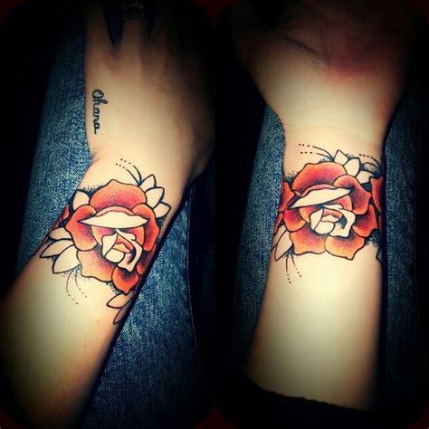 rose bracelet tattoo tatouage bracelet sur le poignet https