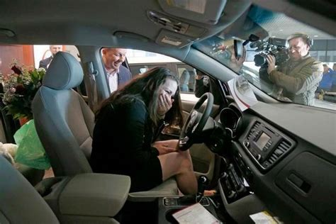 Bill Dickason Southwest Kia Gets Free Kia For Grabbing Fleeing Suspect In