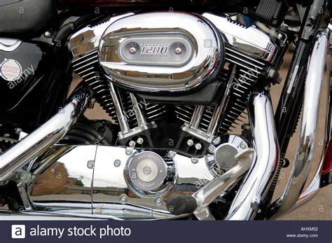 Motor Aki Harley Davidson Twn up of a v engine of a harley davidson sportster 1200 stock photo royalty free image