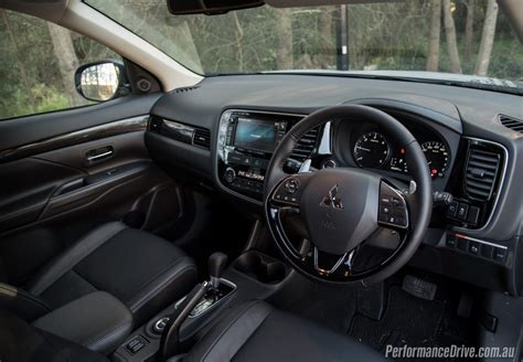 mitsubishi outlander 2016 interior 10 things to know about the 2016 mitsubishi outlander