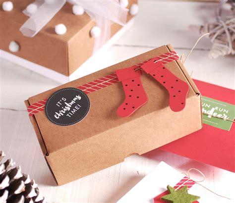 como decorar una caja de carton regalo cajas de regalo navideas en el cole de dani nos han
