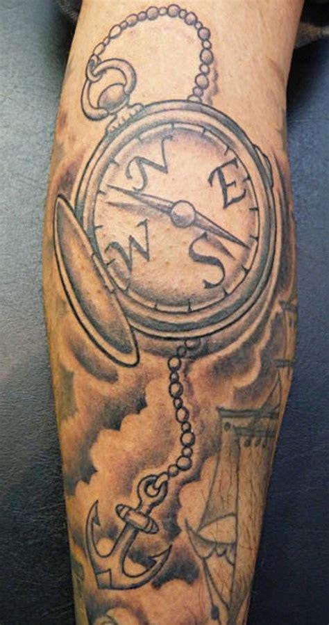 tattoo old school kompass kleiner anker mit kette mit riesigem kompass aus alte