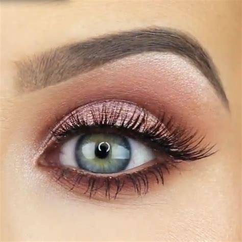 Eyeshadow Gold gold makeup trend makeup designs design trends