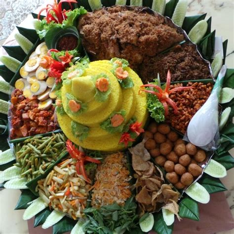 Teh Jawa Kuning quot nasi tumpeng komplit quot is one of the traditional dishes