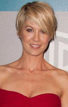 jenna elfman short hair colours casual shorts pictures of and casual on pinterest