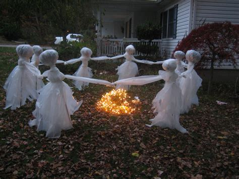 scary halloween decorations to make at home 11 easy diy halloween decorations with trash bags