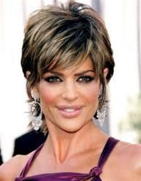 15 lisa rinna hairstyles to inspire from jagged short