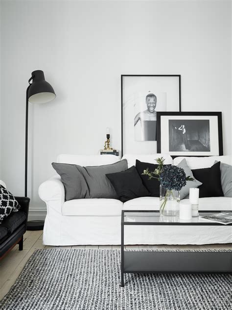Simple Livingroom by Shop The Look Woonkamer In Zwart Wit En Grijstinten Roomed